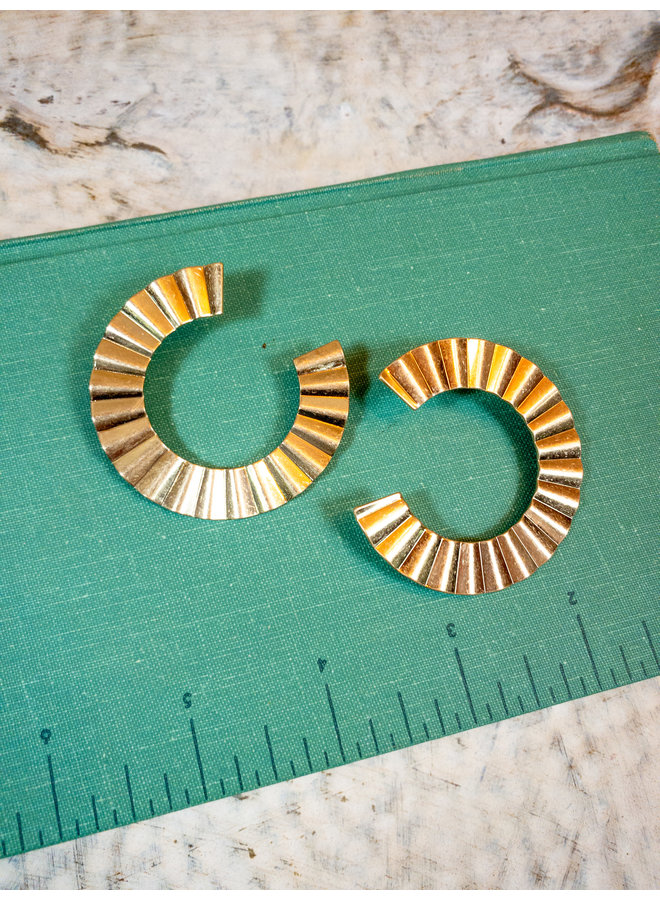 Crinkle C Earrings - Gold