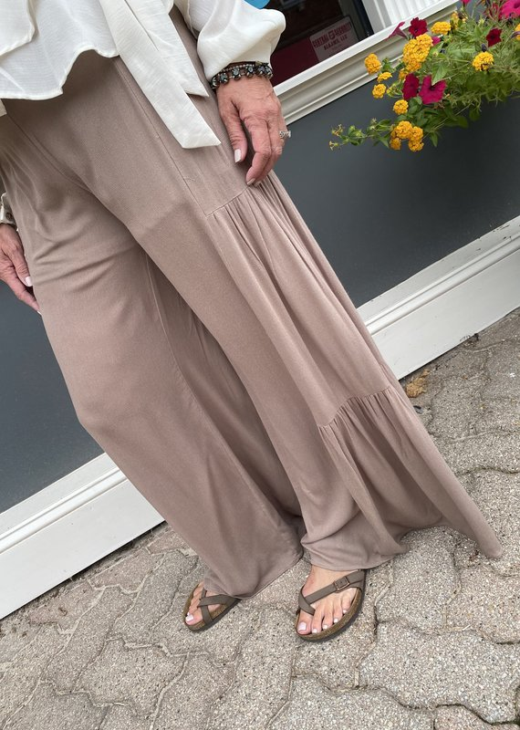 Red Door Mocha wide leg pants with buttons