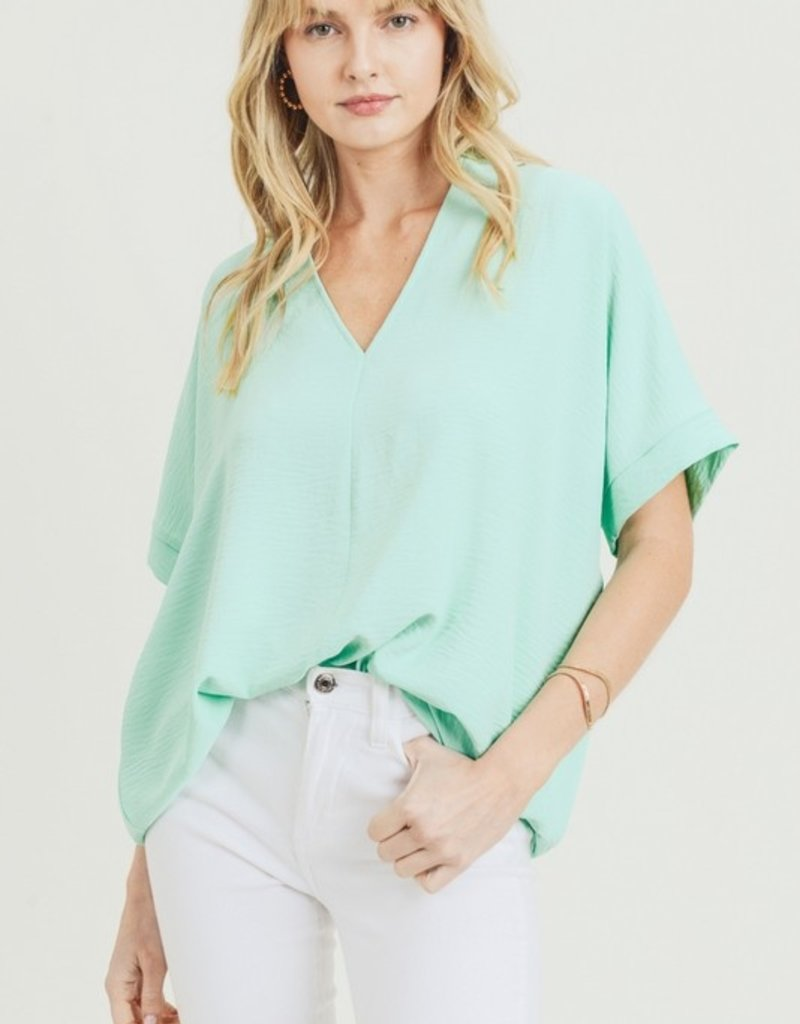 Red Door Mint solid v-neck top
