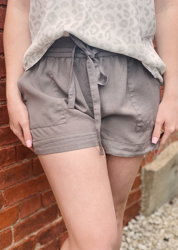 Red Door Drawstring shorts with pockets
