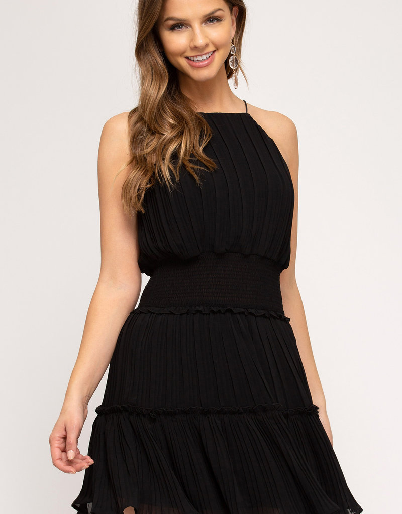 Red Door Black sleeveless pleated dress