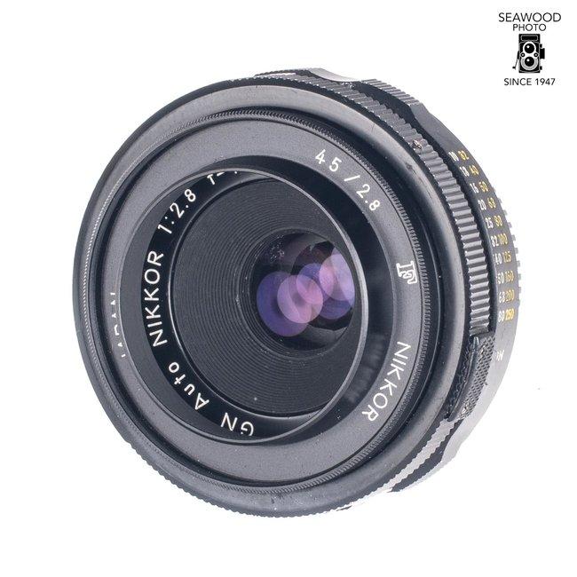 Nikon Nikon 45mm f/2.8 GN With Shade