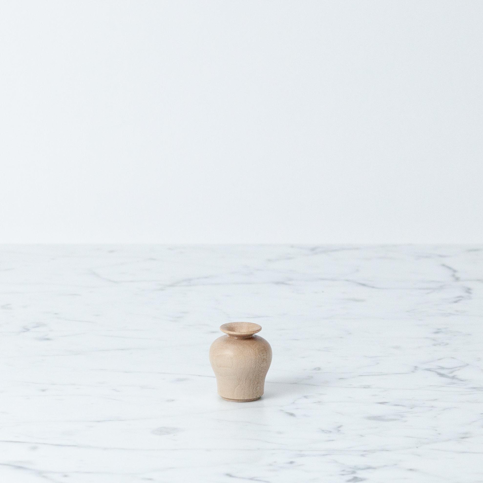 akarino-tane Small Maple Flower Vase - Crouch
