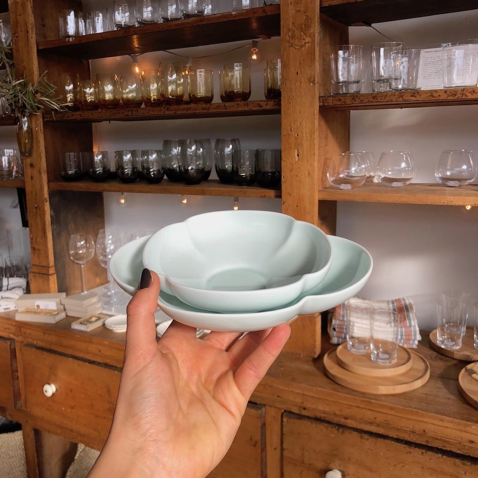 """MIZU MIZU PREORDER mizu-mizu Mokko Long Clover Porcelain Bowl - Bluish-White - 8"""""""