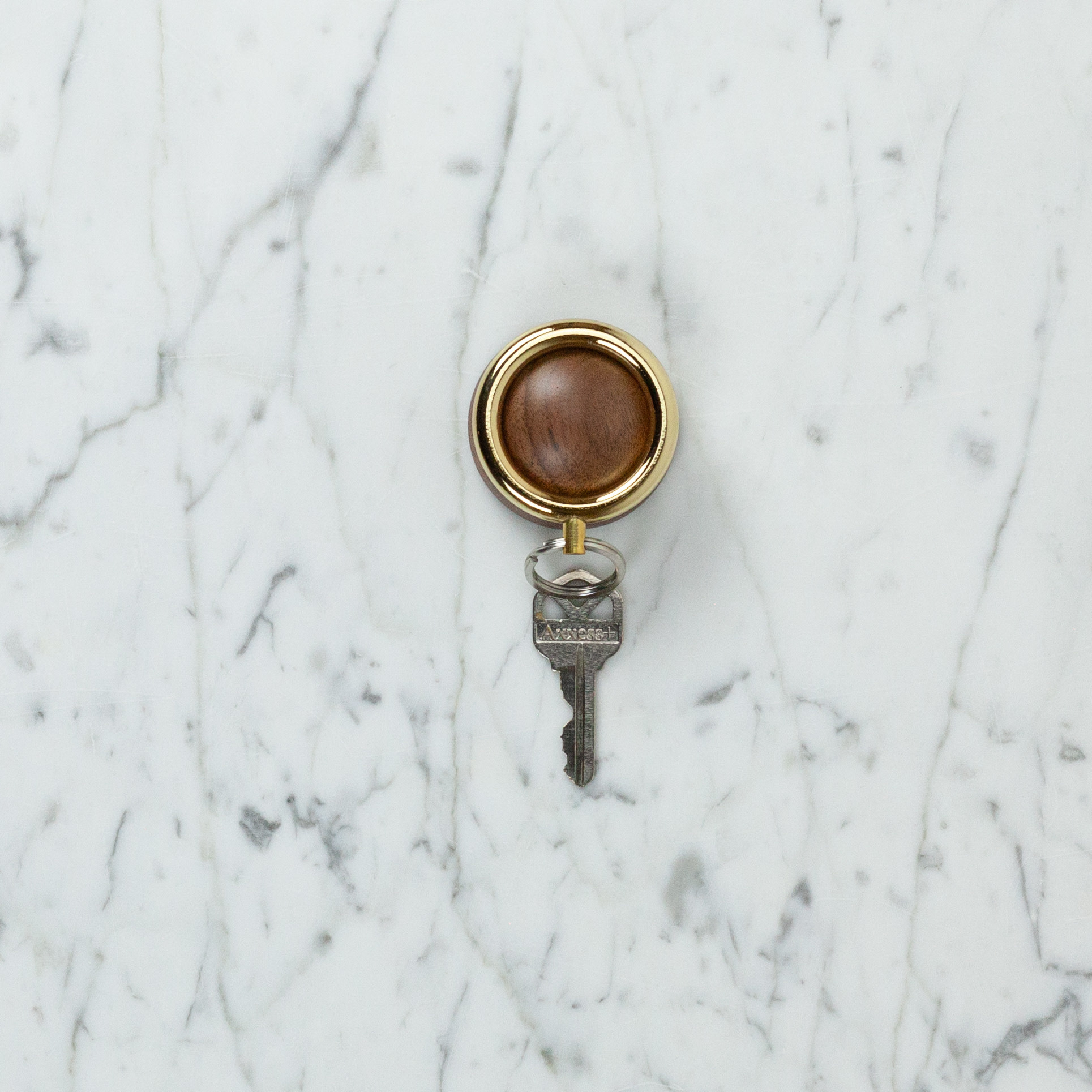 Timbre Magnetic Wood Key Holder - Gold + Walnut