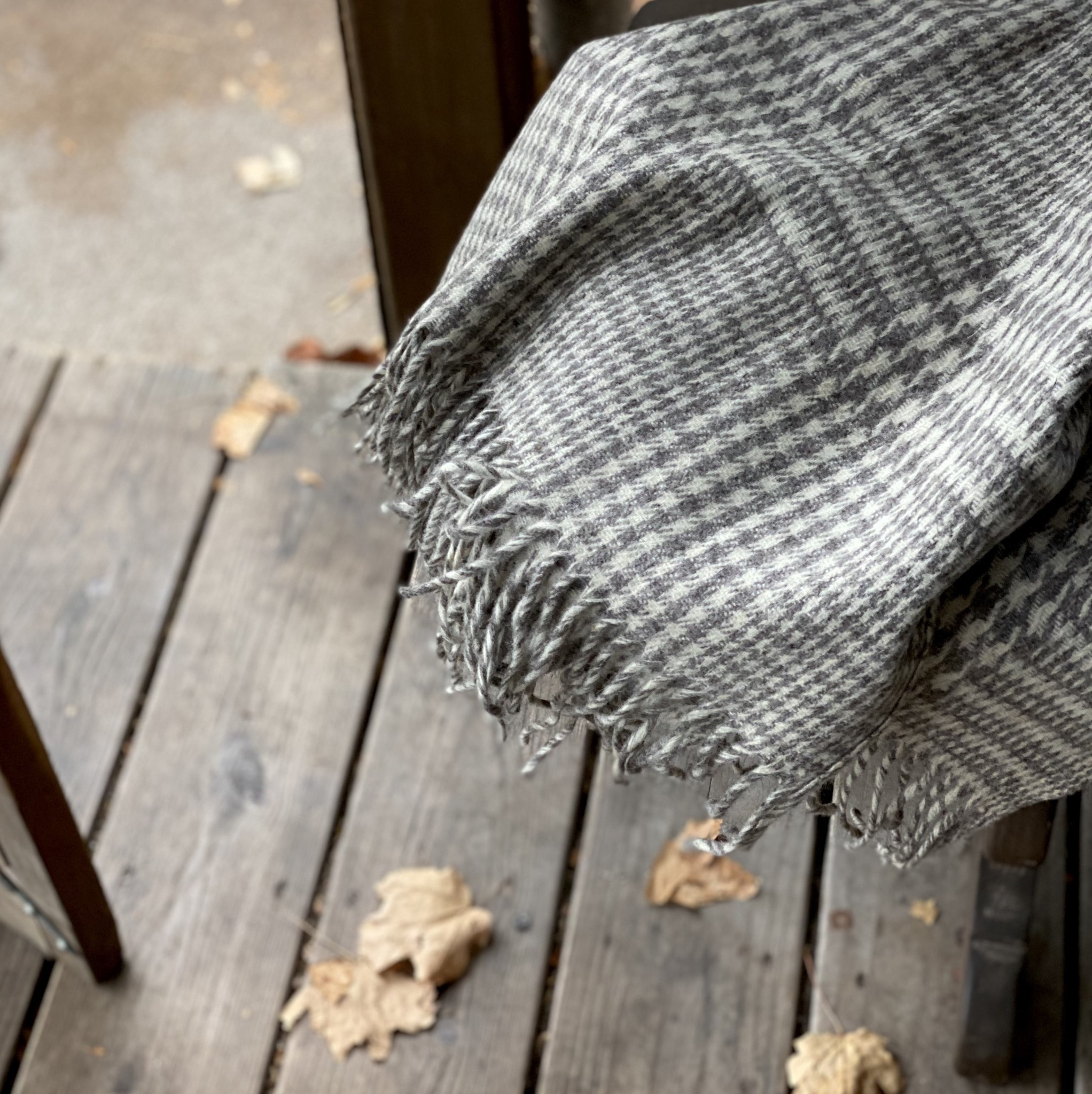 Rustic Wool Blanket - Grey Houndstooth