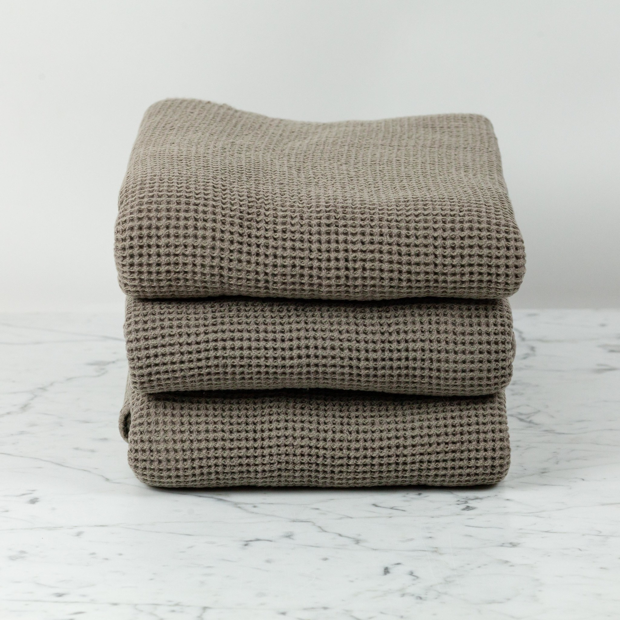"""Washed French Linen + Cotton Thermal Waffle Bath Towel - Mouse Back Grey - 40 x 62"""""""
