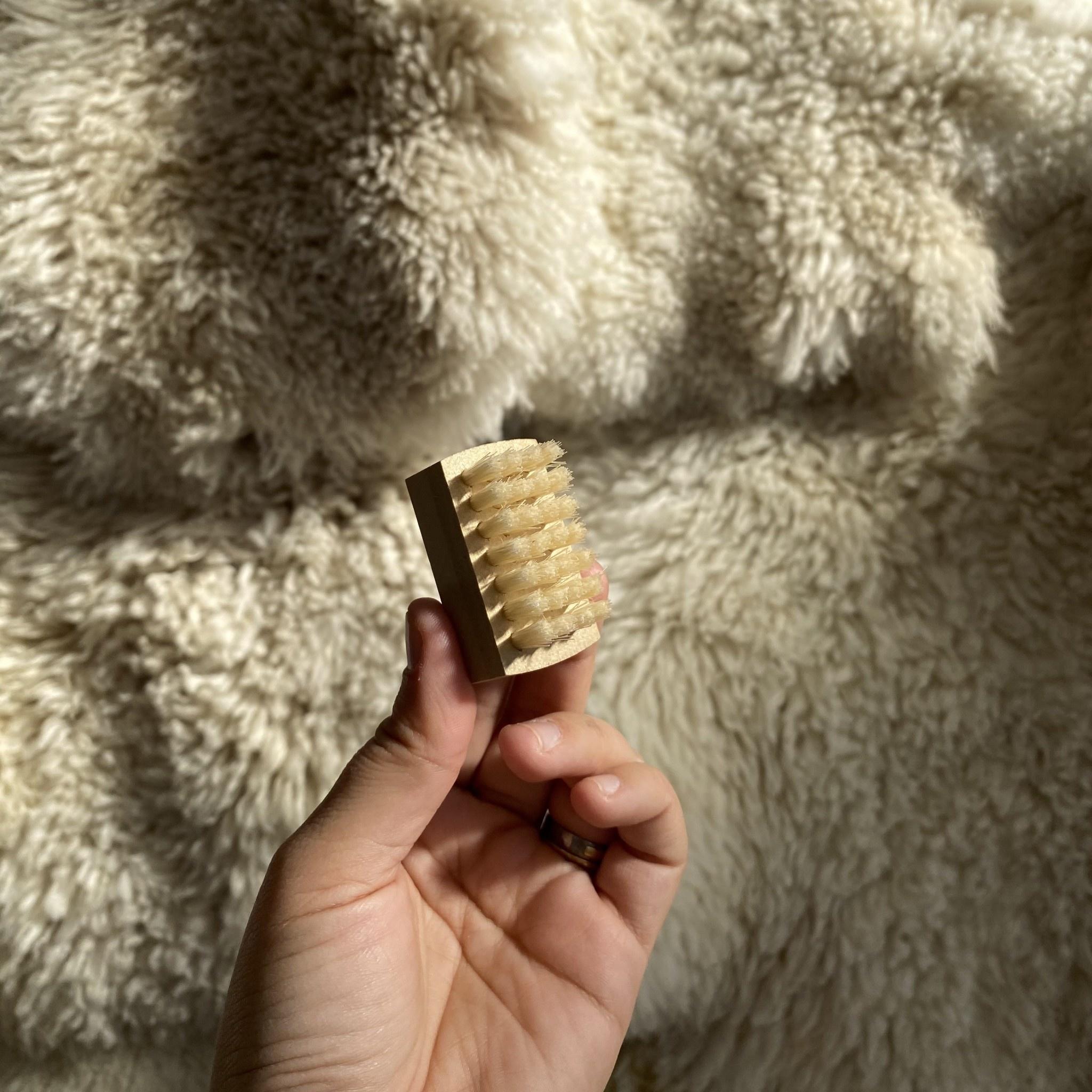 Kanaya Hog Hair Mini Nail Brush