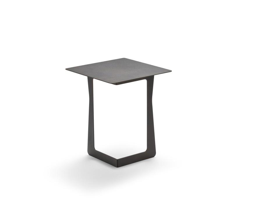Nicoline Shiny Side Table