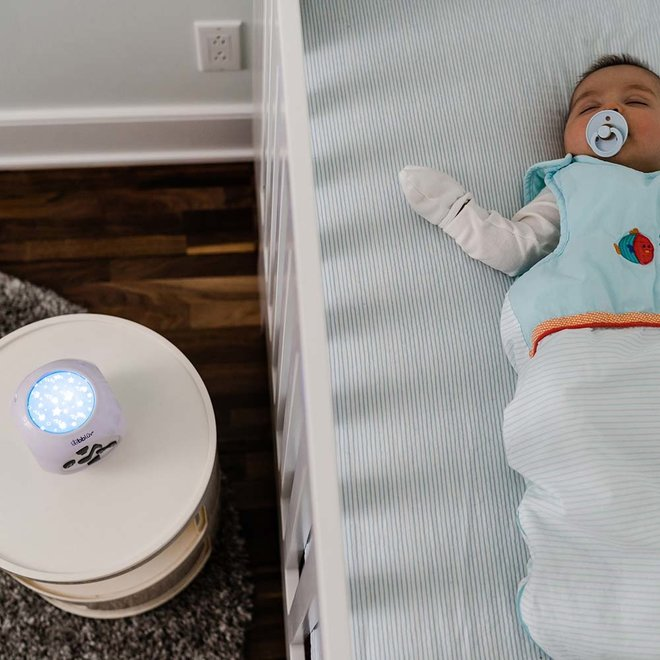 Kübe – Sound activated musical nightlight with projection