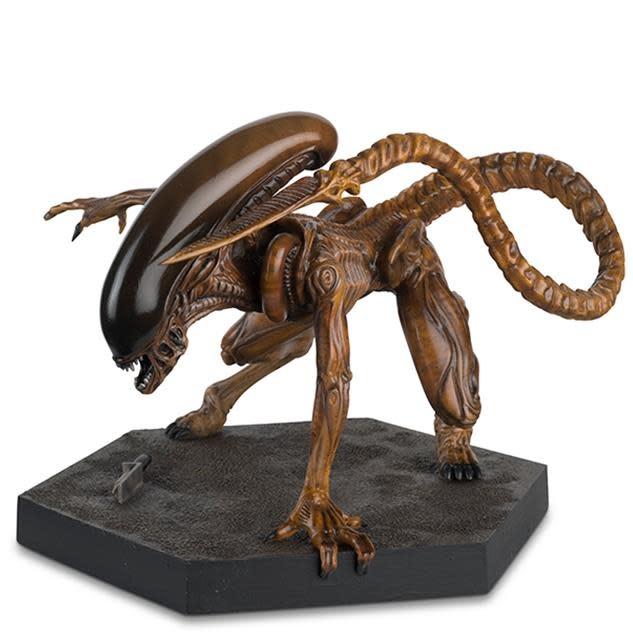 Alien 3 Mega Runner Xenomorph Statue