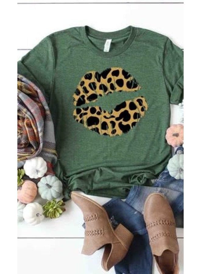 Plum Leopard lips graphic tee
