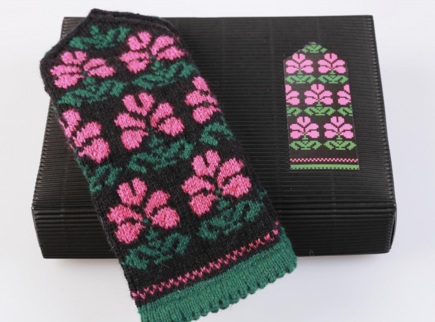 "Hobbywool Mittens Knitting Kit ""Winter Flowers"" No.2"