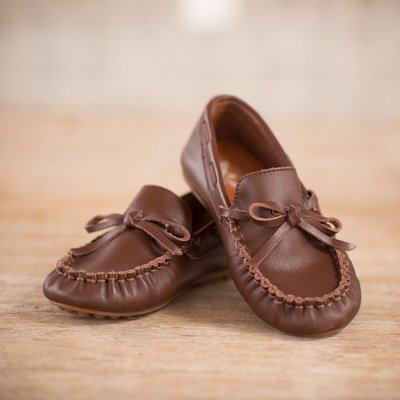 THE OAKS APPAREL COMPANY BROWN LEATHER LOAFER
