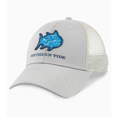 SOUTHERN TIDE YOUTH PERFORMANCE CAMO SKIPJACK PATCH TRUCKER