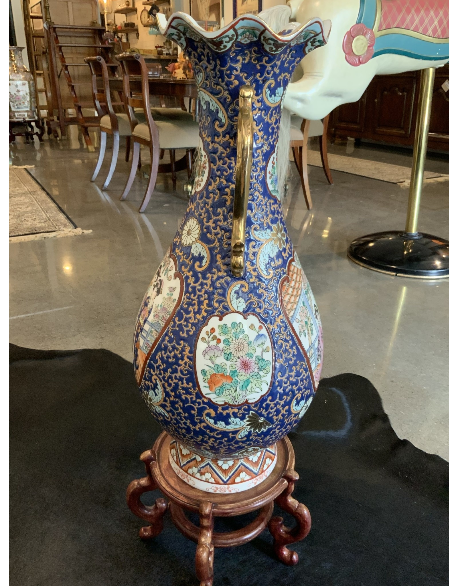 SPV Vintage Chinese Vase with wood stand