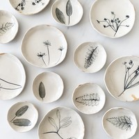 Michelle Barrett Ceramics Mini Dish   22k Rim   Nature Imprint