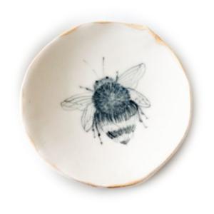 Michelle Barrett Ceramics Dish   22k Rim   Bee