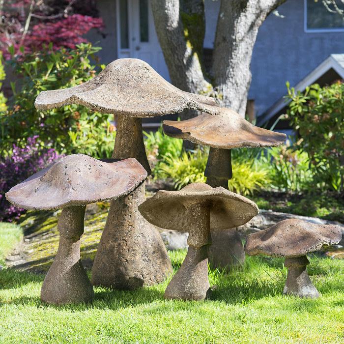 """CastArt Studios Garden Mushroom 16"""" :"""