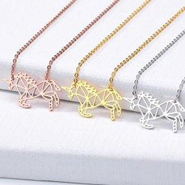 Petit collier licorne géométrique