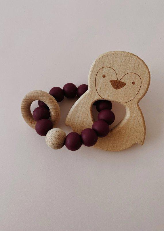 Hochet à mordiller bois et silicone Pingouin Rouge vin