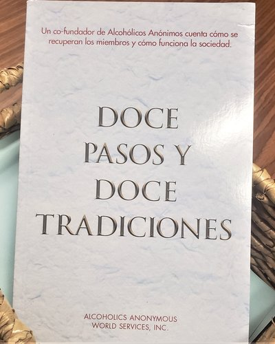 Twelve Steps and Twelve Traditions Soft Cover - Spanish