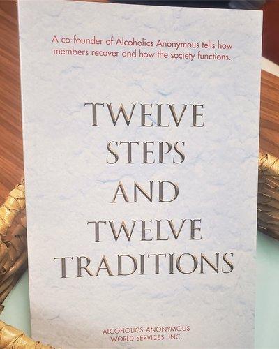 Twelve Steps and Twelve Traditions - Large Print