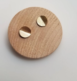 Queens Metal Brass Folded Round Studs