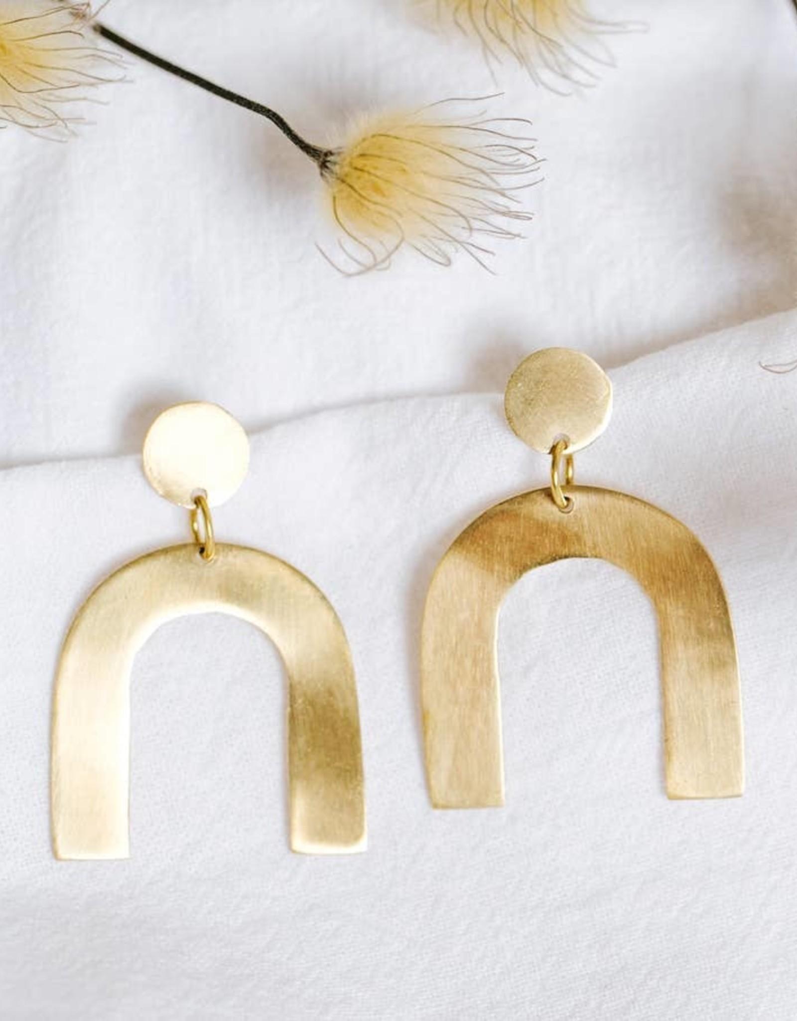 Amsha Amsha | Petite Arch Earrings (Brass)