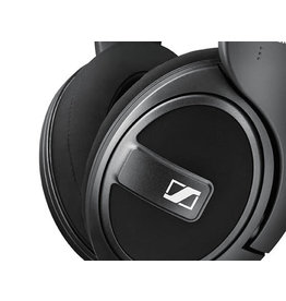 Sennheiser HD569 - Closed around ear headphones with detachable cable.