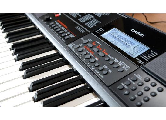 Keyboards & Pianos