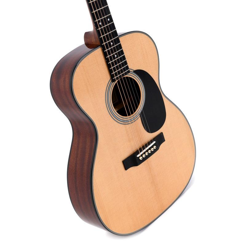 000 Dreadnought Acoustic Guitar