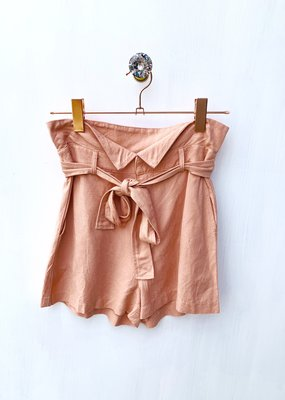 Le Lis Mauve Short With Tie
