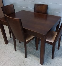 North York Store Extendable Dining Table with 4 Chiars