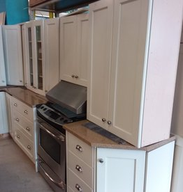Etobicoke Store Full Kitchen with Island