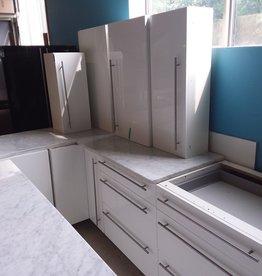 Etobicoke Store Full kitchen set with island