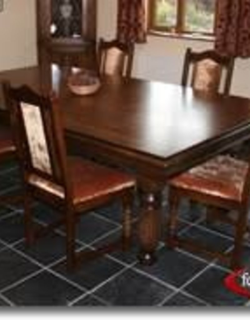 Vaughan Store Dining Set