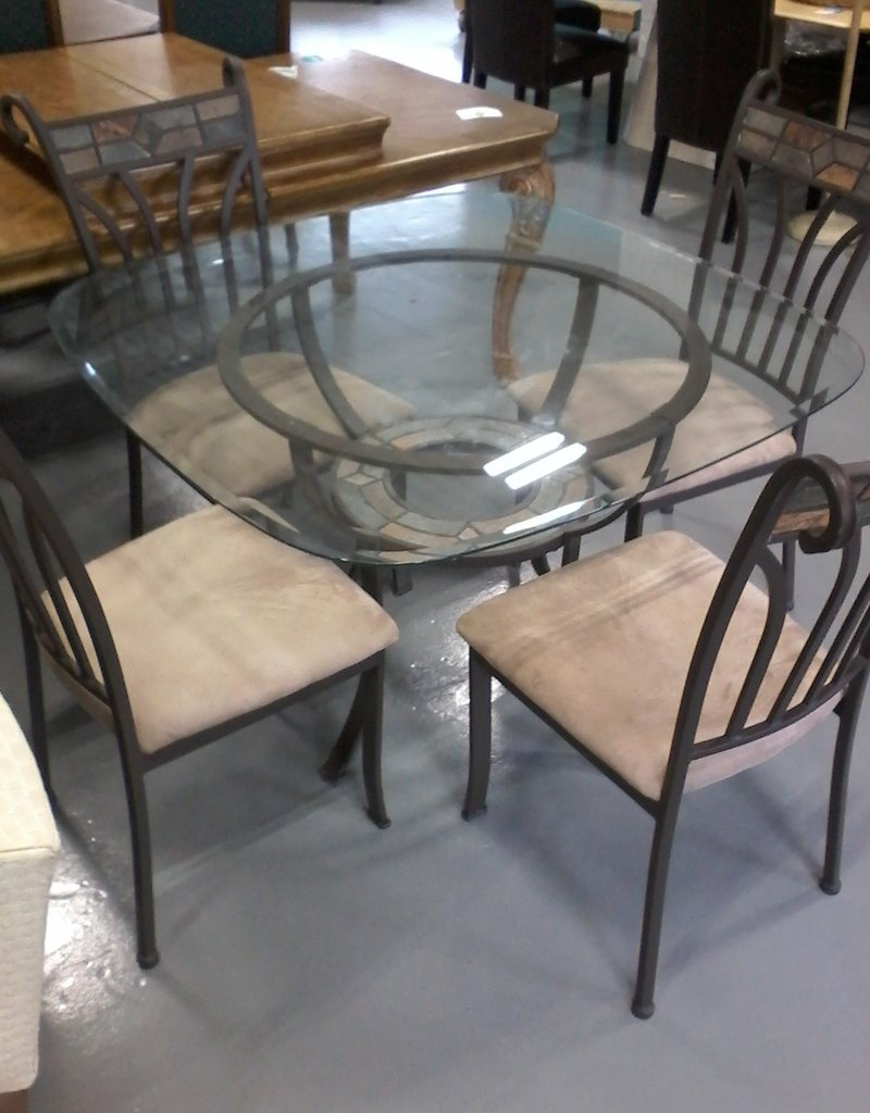 """Markham East Store 45"""" Glass Table + 4 chairs"""