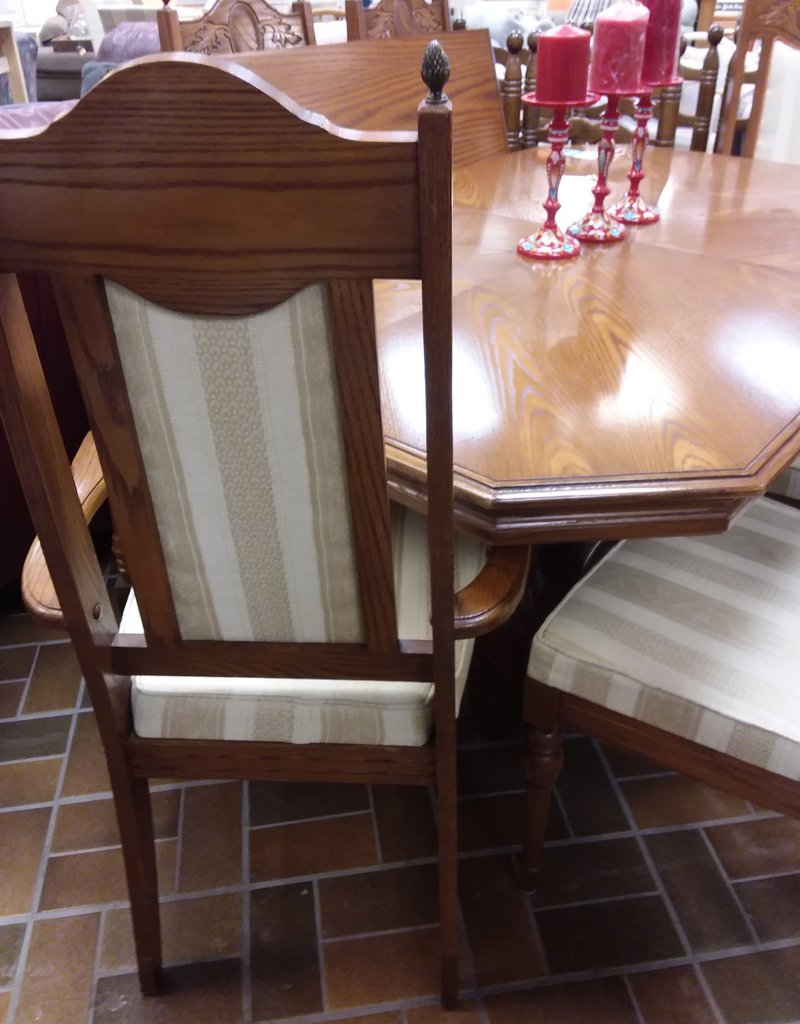 Vaughan Store Oak Dining Table and Chairs