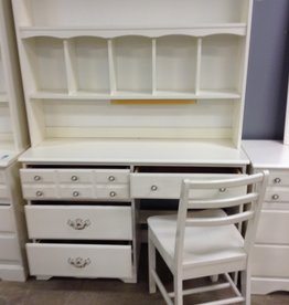 Scarborough Store Girls Desk with Hutch