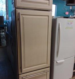 Etobicoke Store fridge/freezer