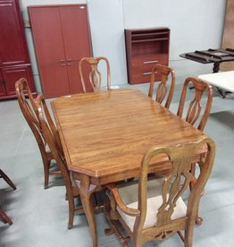 Markham West Store Dining Room Table and 6 Chairs