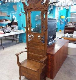 Studio District Store Grand Chair