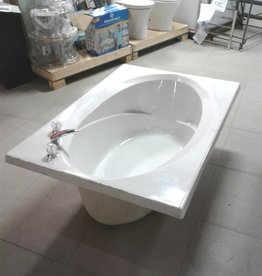 Woodbridge Store Oval Bathtub With Faucets