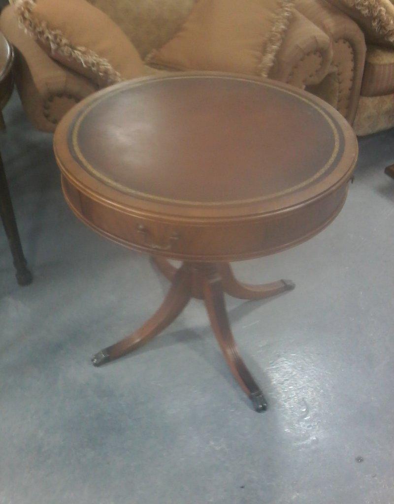 """Markham East Store Round table - 28"""" diameter Deilcraft"""