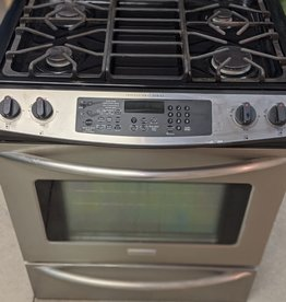 Newmarket Store Frigidaire Gas/Electric Stove