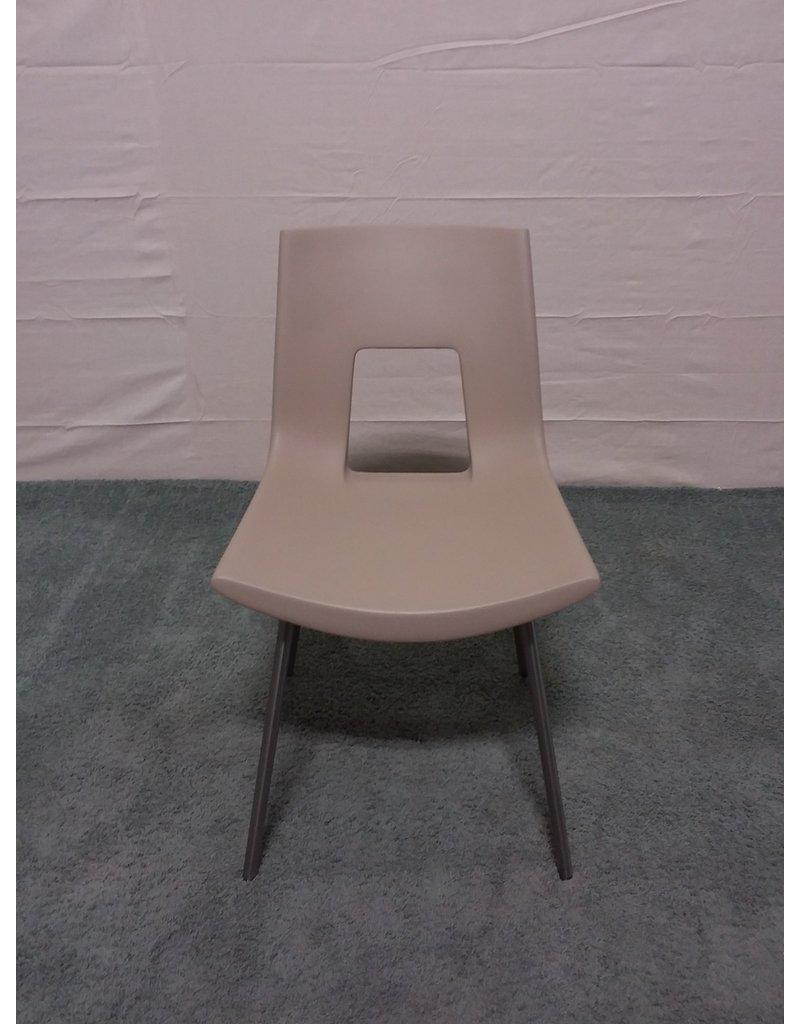 Studio District Tonon beige chair