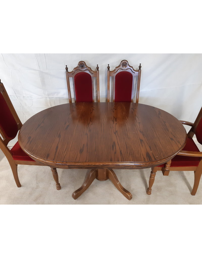 """East York 42"""" Round Dining Table and Four Chairs in Oak"""