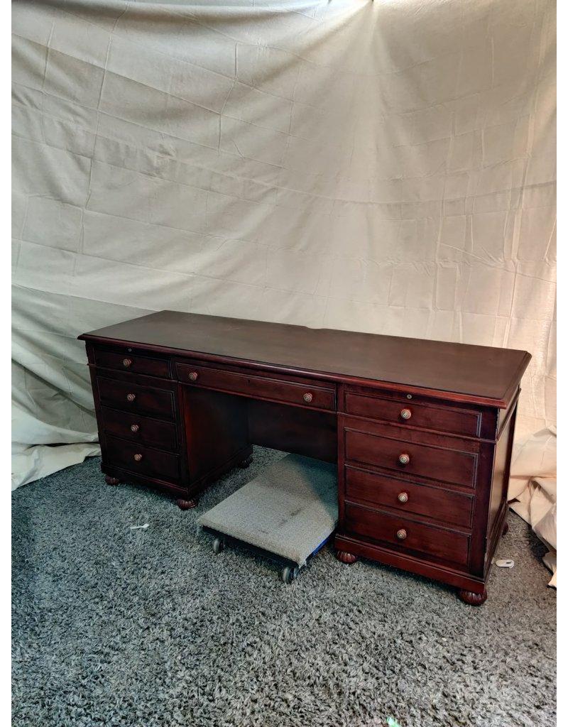 Markham West Grand work desk