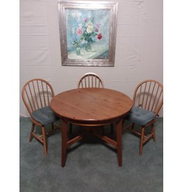 Studio District Round dining table with 3 chairs